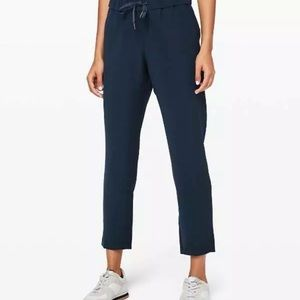 Lululemon on the fly pants woven navy size 8